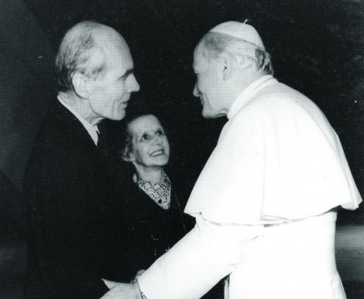 Sue and Leonard meeting Pope Jean-Paul II
